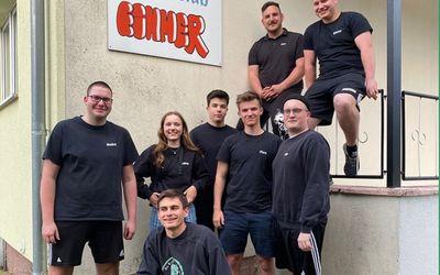 Jugendclub EIHMER in Finsterwalde freut sich über gesponserte Sitz-Möbel